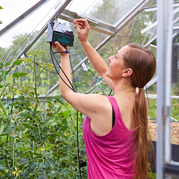 Installing an Irrigatia SOL-C12 in the greenhouse